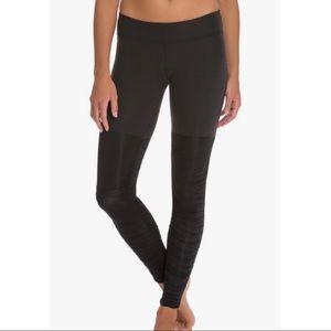 Beyond Yoga Sleek Striped Black Legwarmer Legging